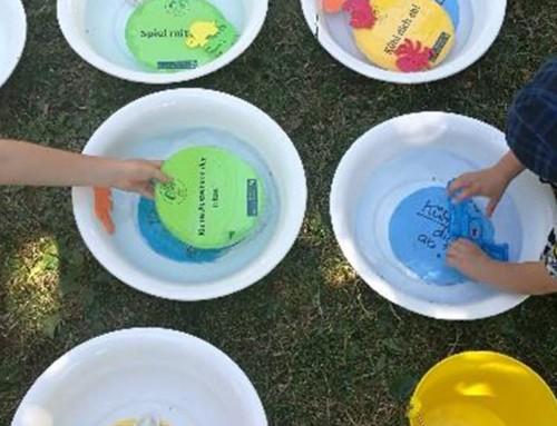 Kinder und Wasser